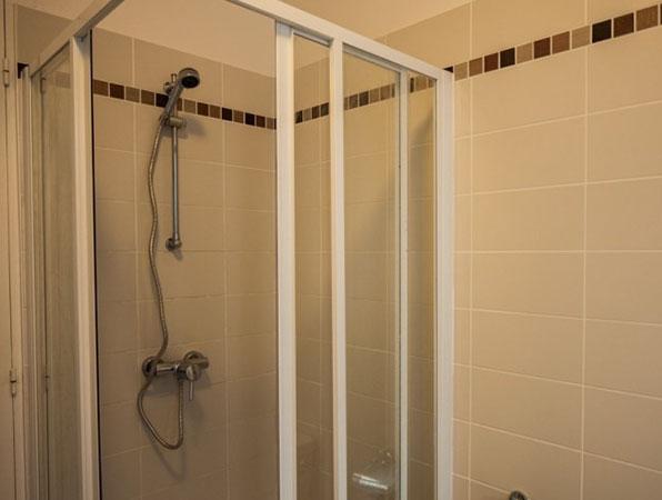 개선문 에투알민박 Shower room